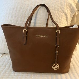 Michael Kors Large Jet Set Tote AND wallet
